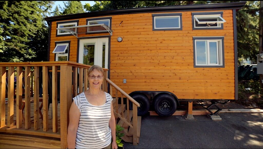 Patricia's tiny home for affordable retirement - click to watch tour!